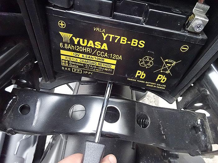 シグナスX-SRのバッテリー交換のやり方&注意点
