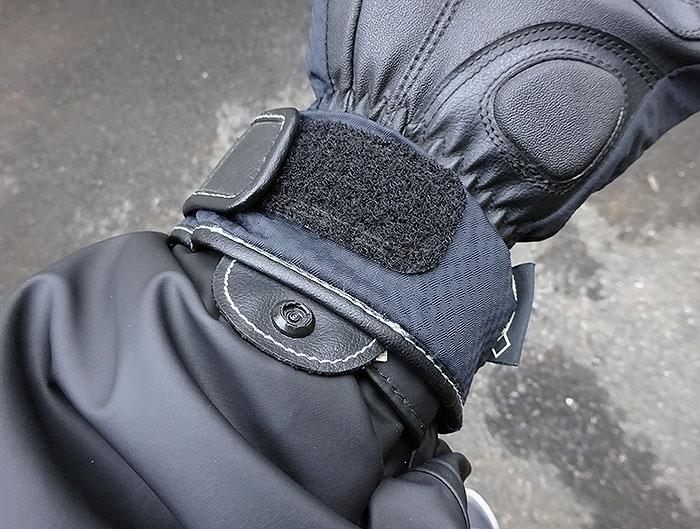 バイクグローブと袖口部分