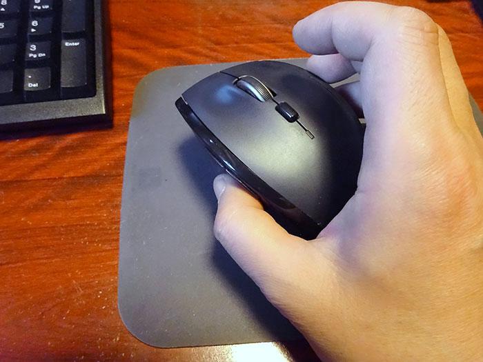 久しぶりに普通のマウスを持ったら、重い!遅い!びっくり!