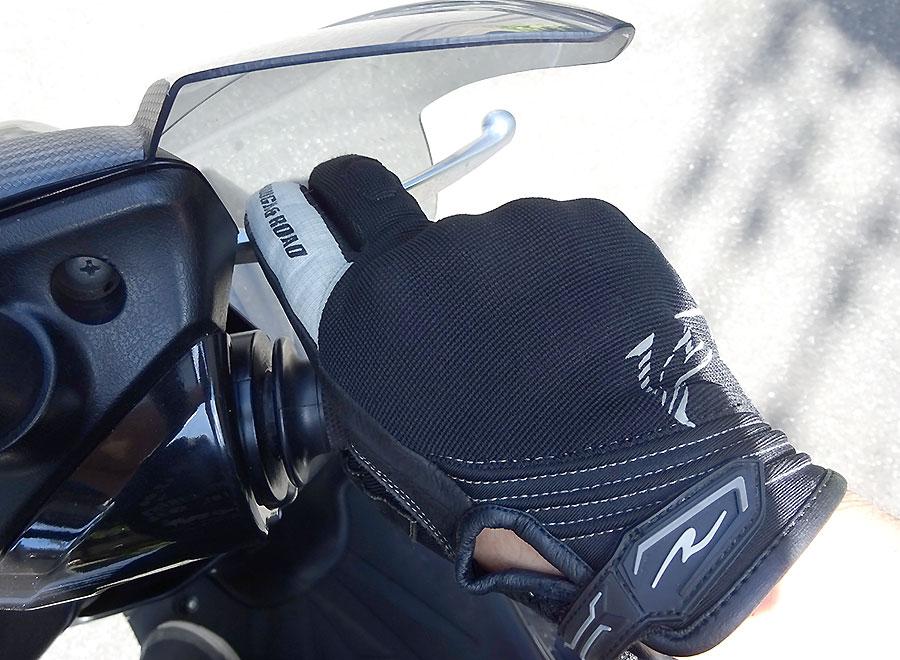 バイクのクラッチレバー・ブレーキレバーの握り方やグリップの握り方ってどうしてる?