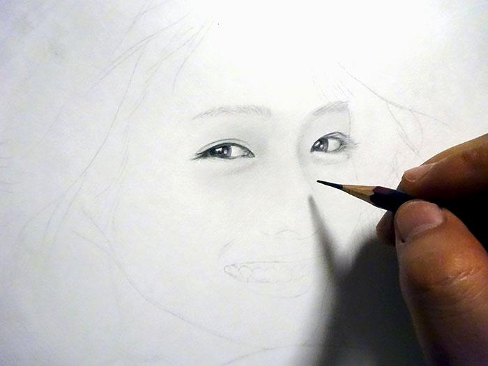 鉛筆画入門! 若い女性の人物画です